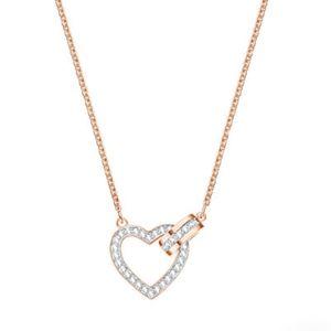 Swarovski rosegold lovely necklace, super cute!
